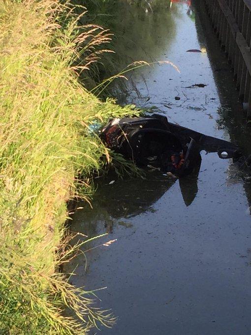 Ongeluk auto/scooter Kerklaan De Lier, opzittenden gewond ze worden nagekeken in ambulances https://t.co/F7jWucSWsj