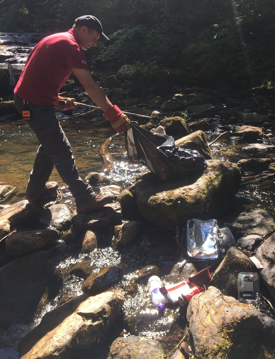 There are no poo pixies or litter fairies here 😢  Our Rangers spent this morning at a beauty spot collecting 20 bags of rubbish inc. nappies, socks, shoes, towels, chairs, gas canisters, BBQs, beer bottles, food & broken glass.   🚯 Please do your bit & take your litter home 🙏