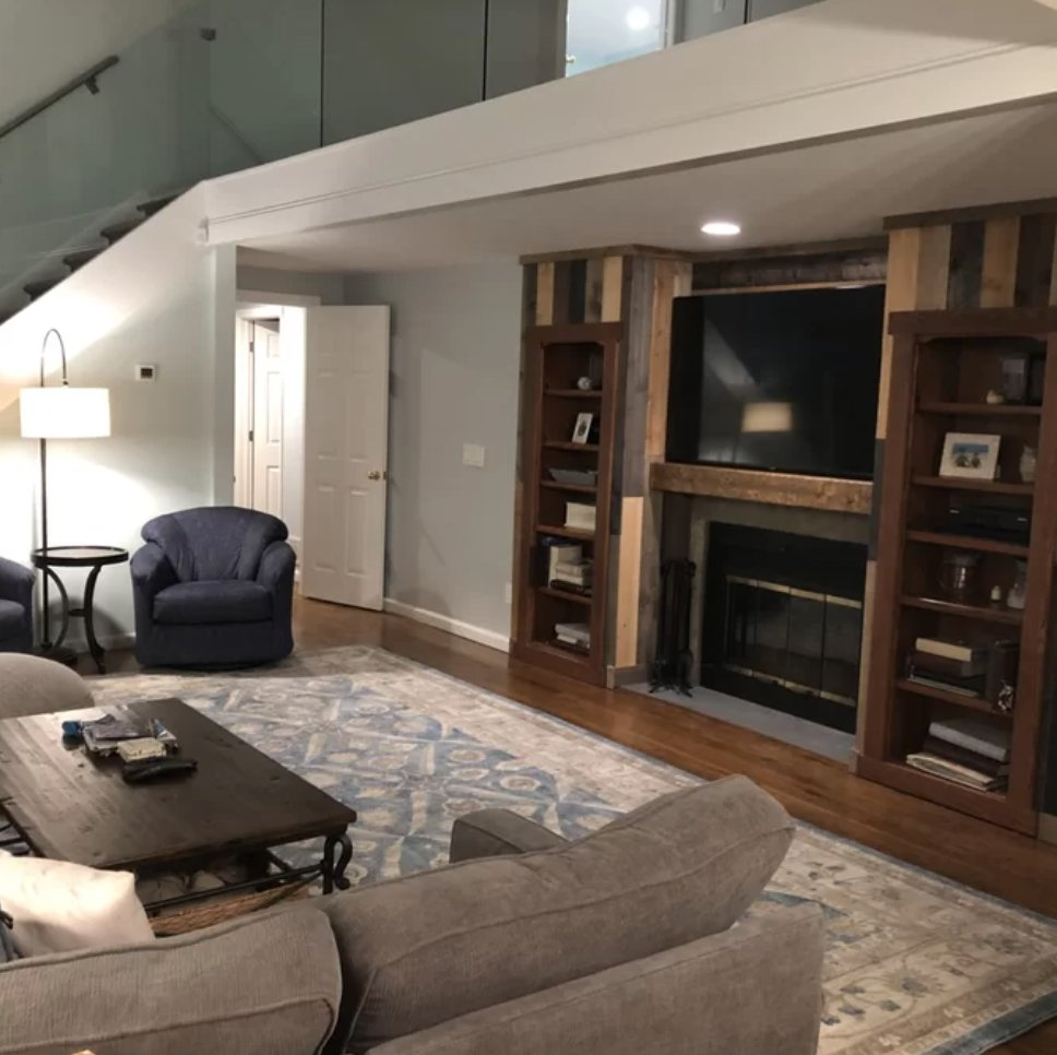 This family knows how to set-up their living room right.  #livingroomdesign #entertainmentcenter #barnwood #cdawood #diy #woodworking #rustic #modern