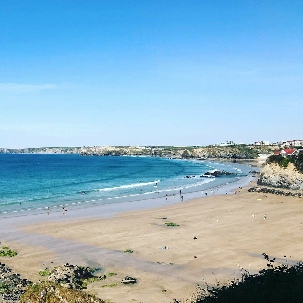 The bay of dreams, looking pretty dreamy today!  . . #escapesurfschool #newquay #lovenewquay #lovenewquaylife #surfschool #surfnewquay #sunday #sunnysunday #may #sunshine #beachdays #bayofdreams #bluesky #blueseapic.twitter.com/kzQ5Siyxcy