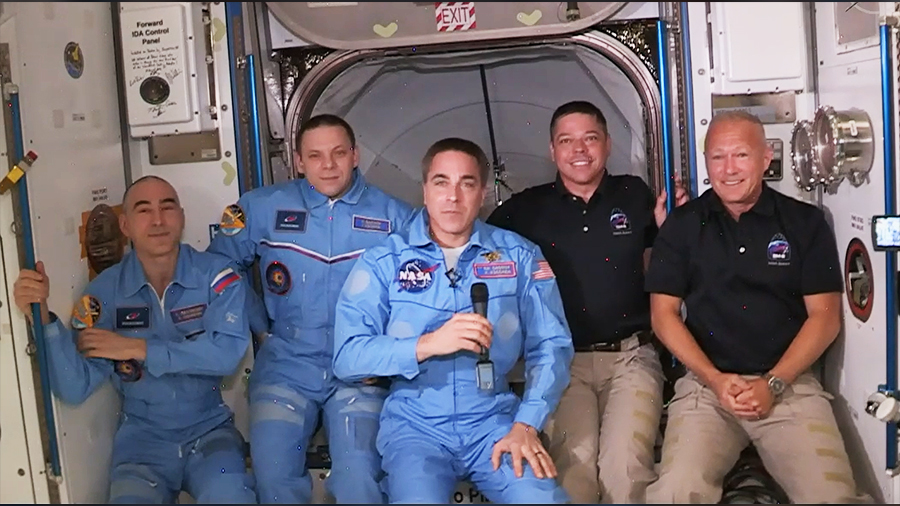 The Exp 63 crew has expanded to five members with the arrival of the @SpaceX #CrewDragon. More... https://t.co/UmqWeqkdCv https://t.co/W7DPeAscEt