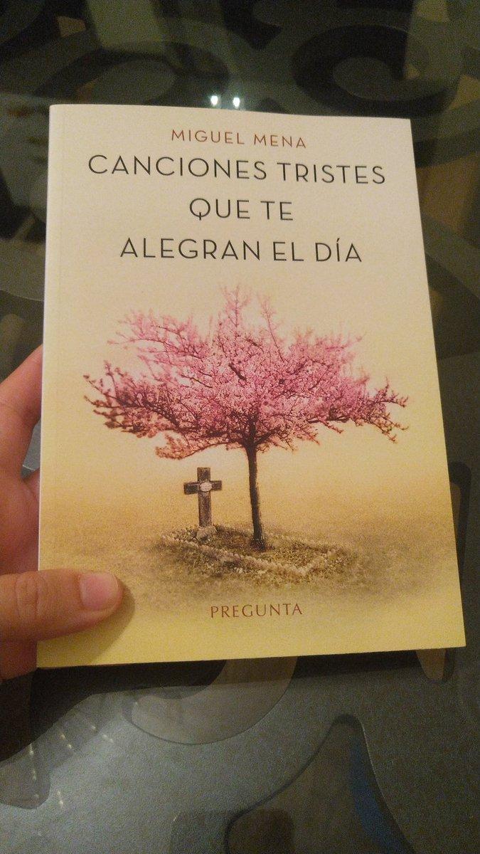 Ya es mío, @MiguelMenaZGZ! Y atención al regalazo con el que ha venido acompañado, cortesía de @Periodistas_APA y @Vivalibros. Seguro que me alegran el desconfinamiento 😊 https://t.co/FBioTZaSqC