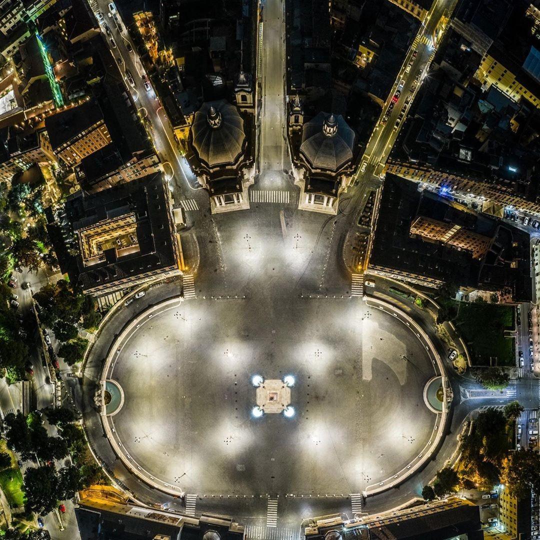 Piazza del Popolo e il tridente in uno scatto mozzafiato!  Piazza del Popolo and the Tridente in a breathtaking shot!  📸IG: luigizomparelli  #restiamoadistanza #stayatadistance