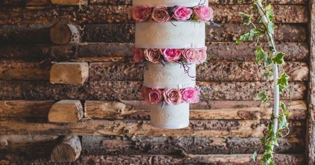 This Wedding #cake Trend Is For Daredevils Only. #meals #cakes http://bit.ly/2MKA8VQ pic.twitter.com/2JaZkX7TNK
