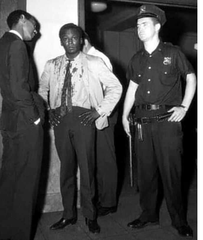 Si estás rodeado de blanco y sos negro, la justicia no existe. Ninguna  #MilesDavis pic.twitter.com/xBnYm7EYP0