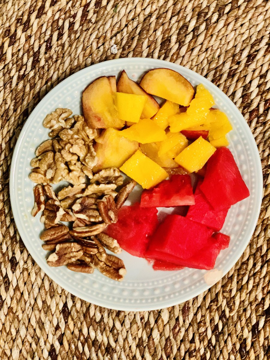 Fruit feast with super juicy watermelon, melt in your mouth mango complimented by walnuts. My brain and belly feel alive! #healthyfood #cleaneats #fatloss #plantbased #healthygut #vegan #immunesupport #soulhealing #vegetarian #happybelly #nutrientdense #wellness #fitness https://t.co/oxJTPQLTo4