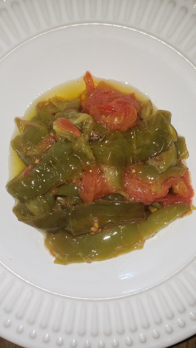 Lightly fried green peppers in extra virgin olive oil then joined with cherry tomatoes. A very simple recipe but very very tasty! #Health #healthy #Diet #HealthyFood #HealthyEating #vegetarian  #HealthyAtHome #healthcare https://t.co/1GtzgxG4Fi