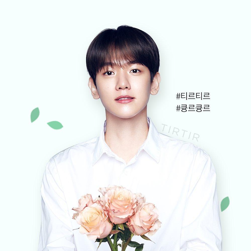 꽃과 백현이는 옳다pic.twitter.com/4Jkq29UWEe