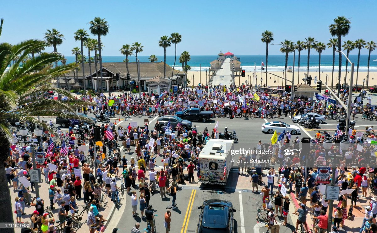 """Huntington Beach 2 weeks ago: Protest against stay-at-home order and to open the beaches on the left.                            VS  Today: """"unlawful assembly"""" to protest racism & police violence on the right.   Sick to my stomach #blacklivesmatter https://t.co/TNijlYFI1k"""