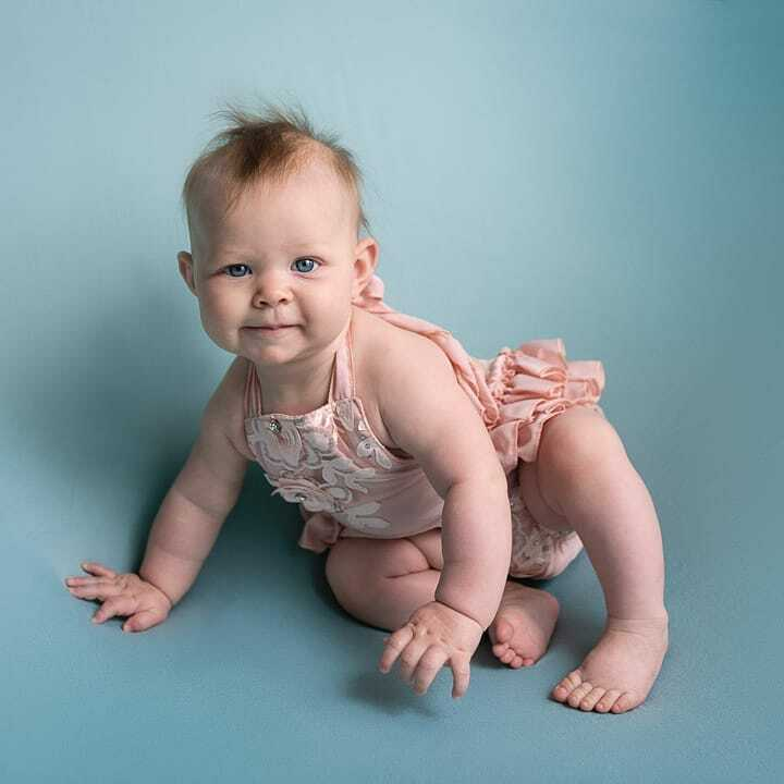 They grow up so fast!  . #babiesofinstagram #5monthsold #sittersession #babiesdontkeep  Romper: @chicaboo_ https://instagr.am/p/CA3hRPMJ2az/ pic.twitter.com/IwfT5N0U9y