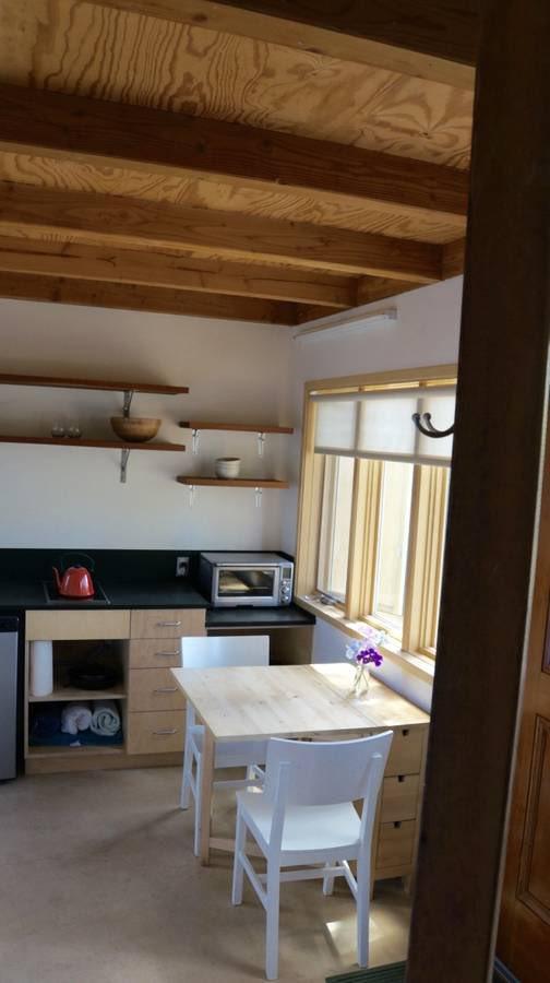 Pretty lightweight IKEA-powered kitchen. Could survive that.   #rustic #apartment #kitchen #loft #sonoma #santarosa #airbnb #rental