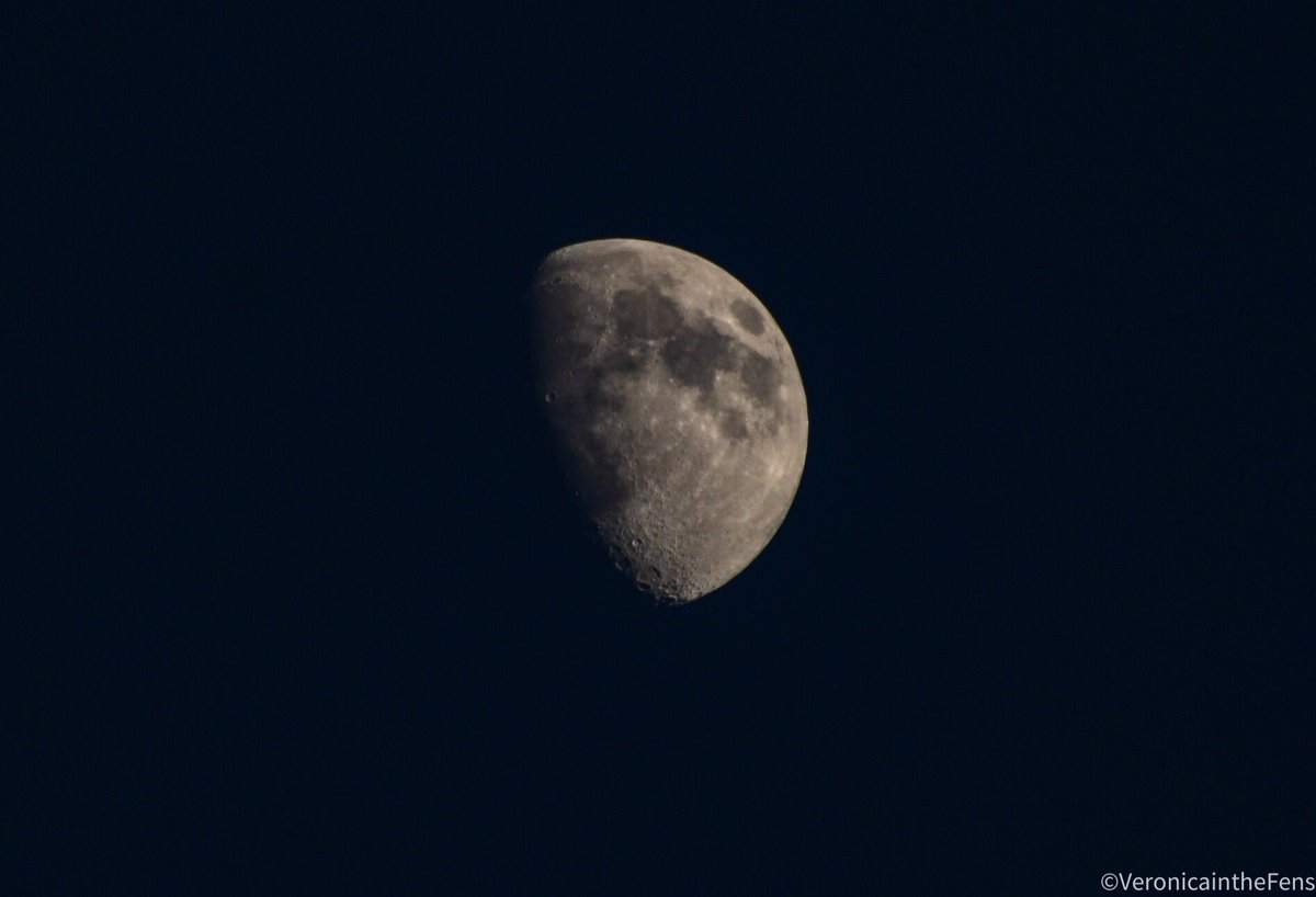 Good night & Thank You May for being a very beautiful, inspiring and heartwarming month 🙏🏻❤️ #Grateful #MonthofMay #Thankfull #Goodnight #theMoon #May2020