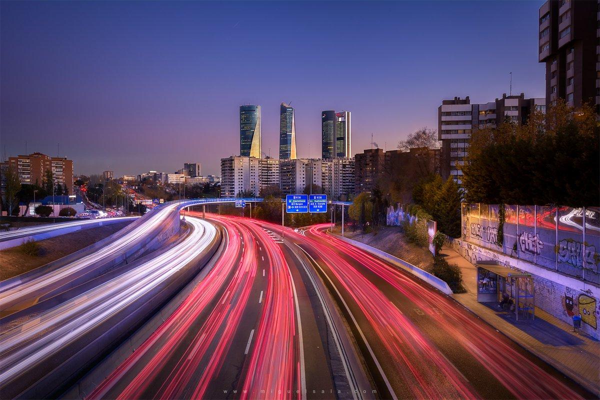 Una foto que tomé hace unos años en #Madrid #ctba #spain #españa #business #downtown #highway  #autopista #cars #coches #lights #luces #city #ciudad #urban #sunset #longexposurephotography #longexposure #goodnight
