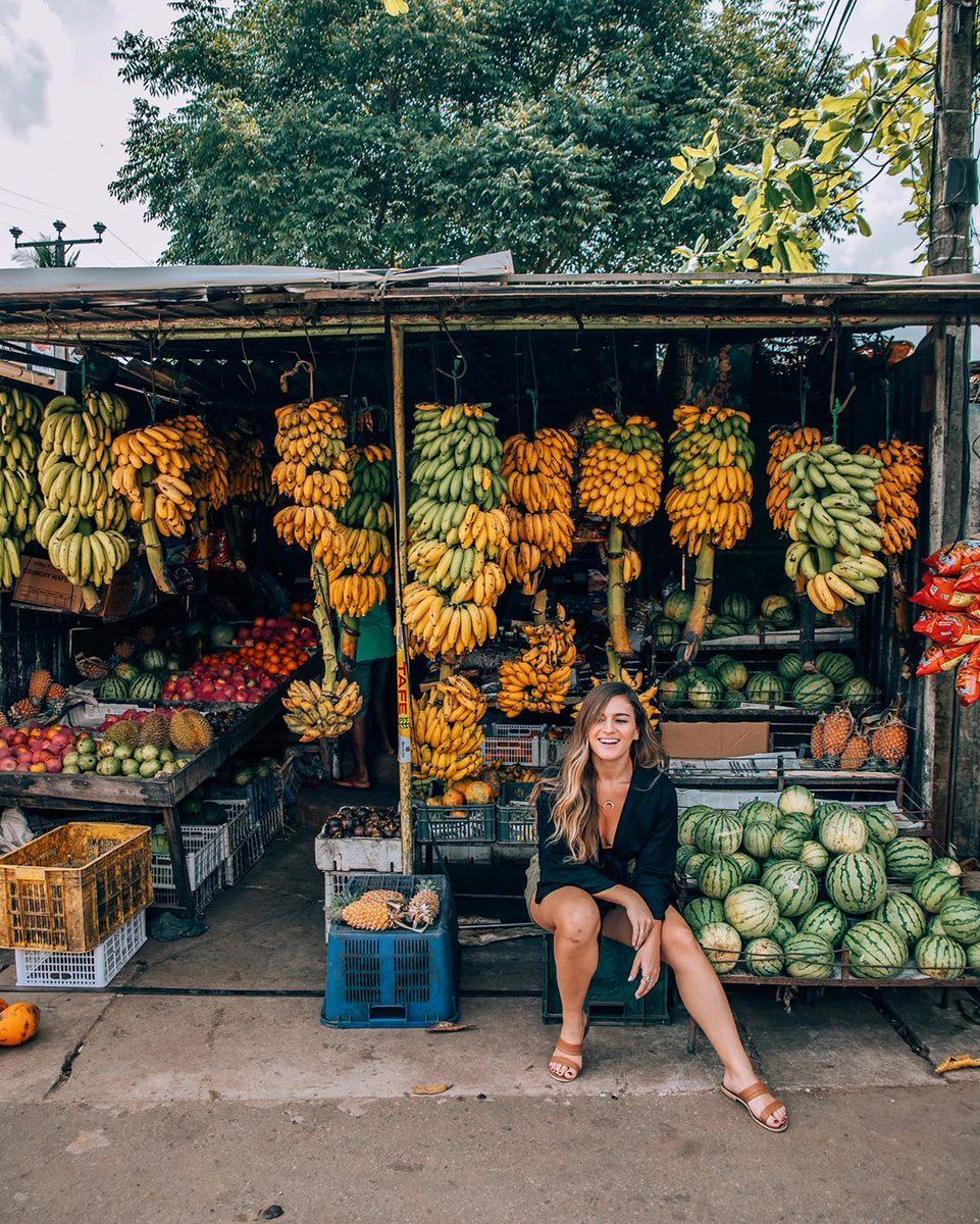 What's your favorite fruit? Mango, orange or banana? Tag your friend too🌤😋💕🍃 . Location 📍Bali  #sayapbali #bali #tour #vacation #balovibes #balibeach #balitrip #agoda #booking #klook #kayak #airbnb #tiketcom #baliadventure #baloactivities #balisnorkeling #balijetski