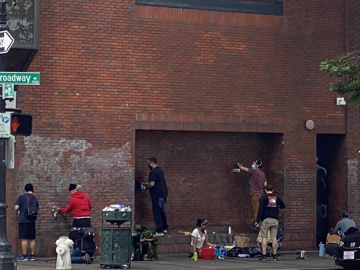3wOJUNW9_bigger American Volunteers Erase Rioters' Graffiti, Damage [your]NEWS