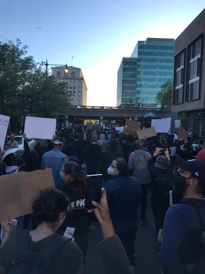 JUST GOT WORD THE POLICE WERE TOLD TO LET PEOPLE GO!!!!!!Everyone is going home now!  Thank you all so much for your support in sharing!!! #BLACK_LIVES_MATTER #chicago pic.twitter.com/IXWNfg5kSv