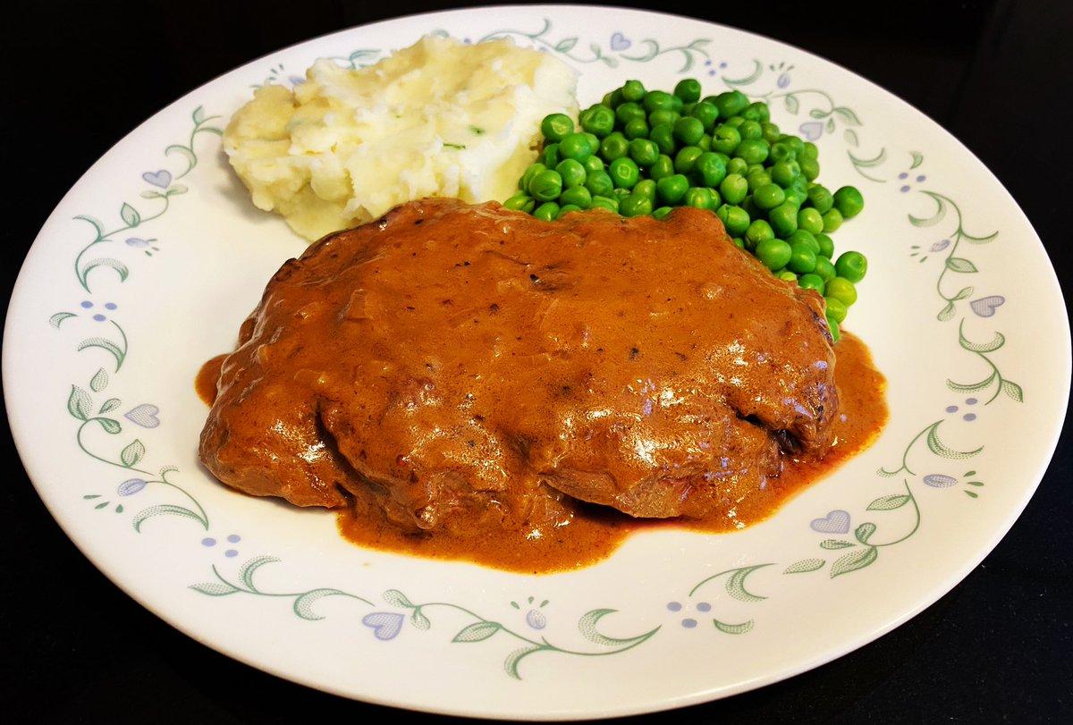 Steak Diane #TincyCooksTommyEats . . . . . #steakdiane #beefsteak #flambeed #filetmignon #oldschool #homecooked #lockdown2020 #stayathome #maskon #chicagofoodie #chicagosbest #chicagofood #chicagoeats #mallucafe #gnpc #foodwishes #tiktokmallu #chicagocomfortfood #tableside #foodpic.twitter.com/61I5FPYUxi