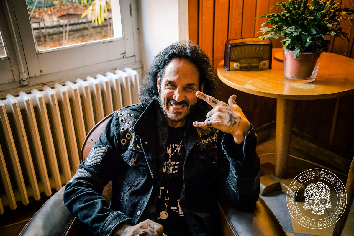 The Dead Daisies (@TheDeadDaisies) Tweeted: A massive smile to get your week off to a rockin' start Have a great one everybody#TheDeadDaisies #DeenCastronovo #MondayMotivation #Smiles #GreatDay #WeekStartpic.twitter.com/X6uHJ8nx3a