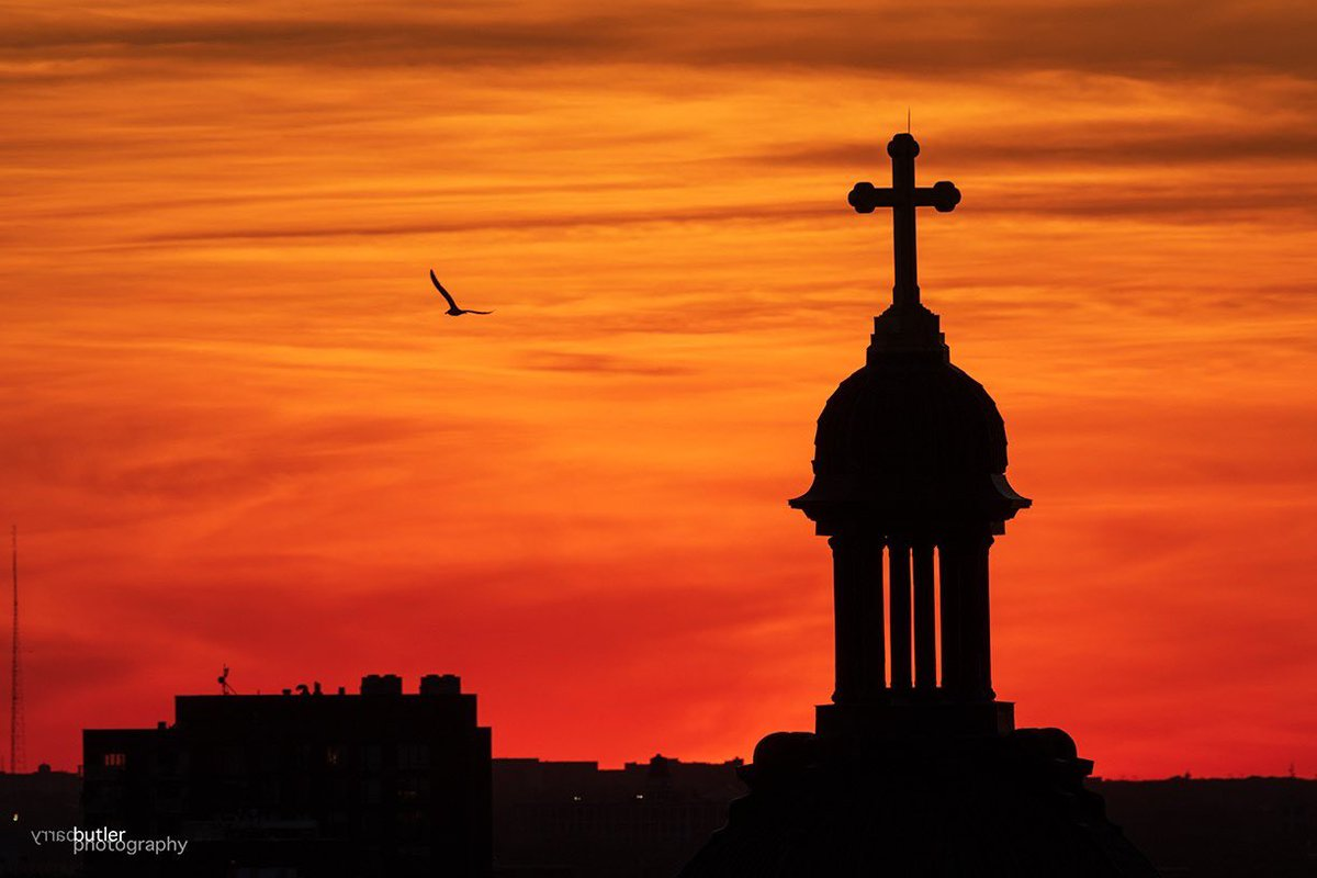 Soaring at Sunset at the Steeple on Sunday.  #weather #news #ilwx #chicago @SJCantiuspic.twitter.com/t5WrXoDh85