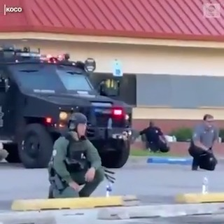 Powerful moment as sheriff's deputies stationed outside the county jail in Oklahoma City take a knee in solidarity with protesters. https://t.co/6WhM4hXdm2 https://t.co/xjlOPJ7oDI