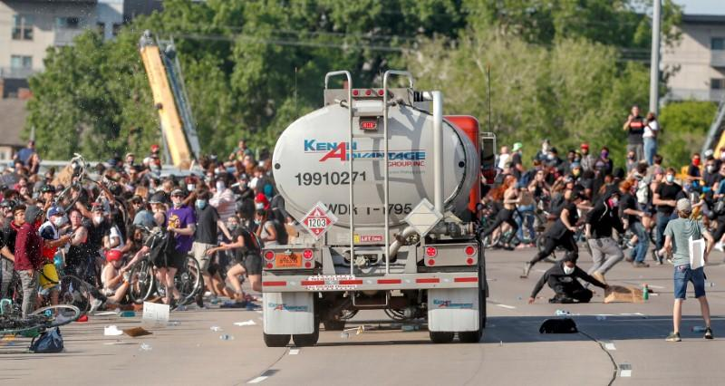 Tanker truck drives into protesters as U.S. cities fear another night of violent protests https://t.co/No2ko4eK5R https://t.co/3wDB43fPei