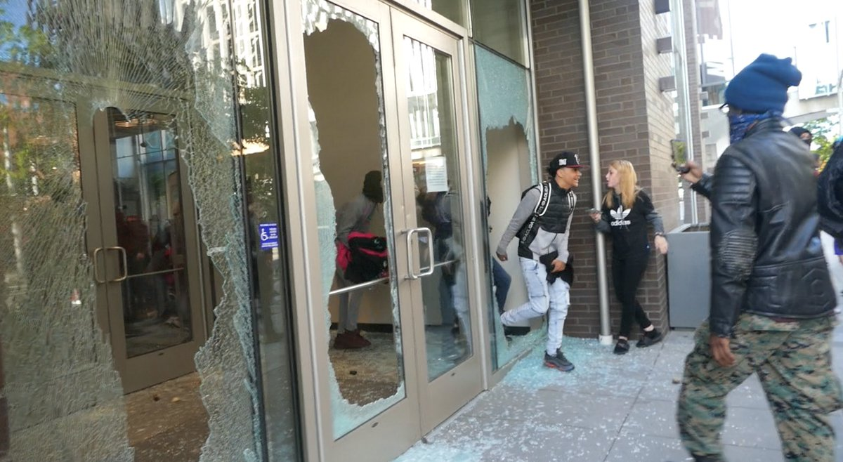 Breaking - Protesters loot the Nike store in downtown #Spokane before police disperse the crowd:  #Spokaneprotest