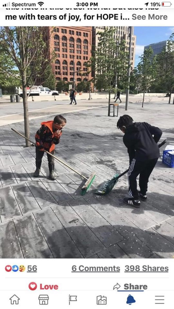 @Reflog_18 @H_Grove @dtCLEresidents My son and another young gentleman cleaning up our great city