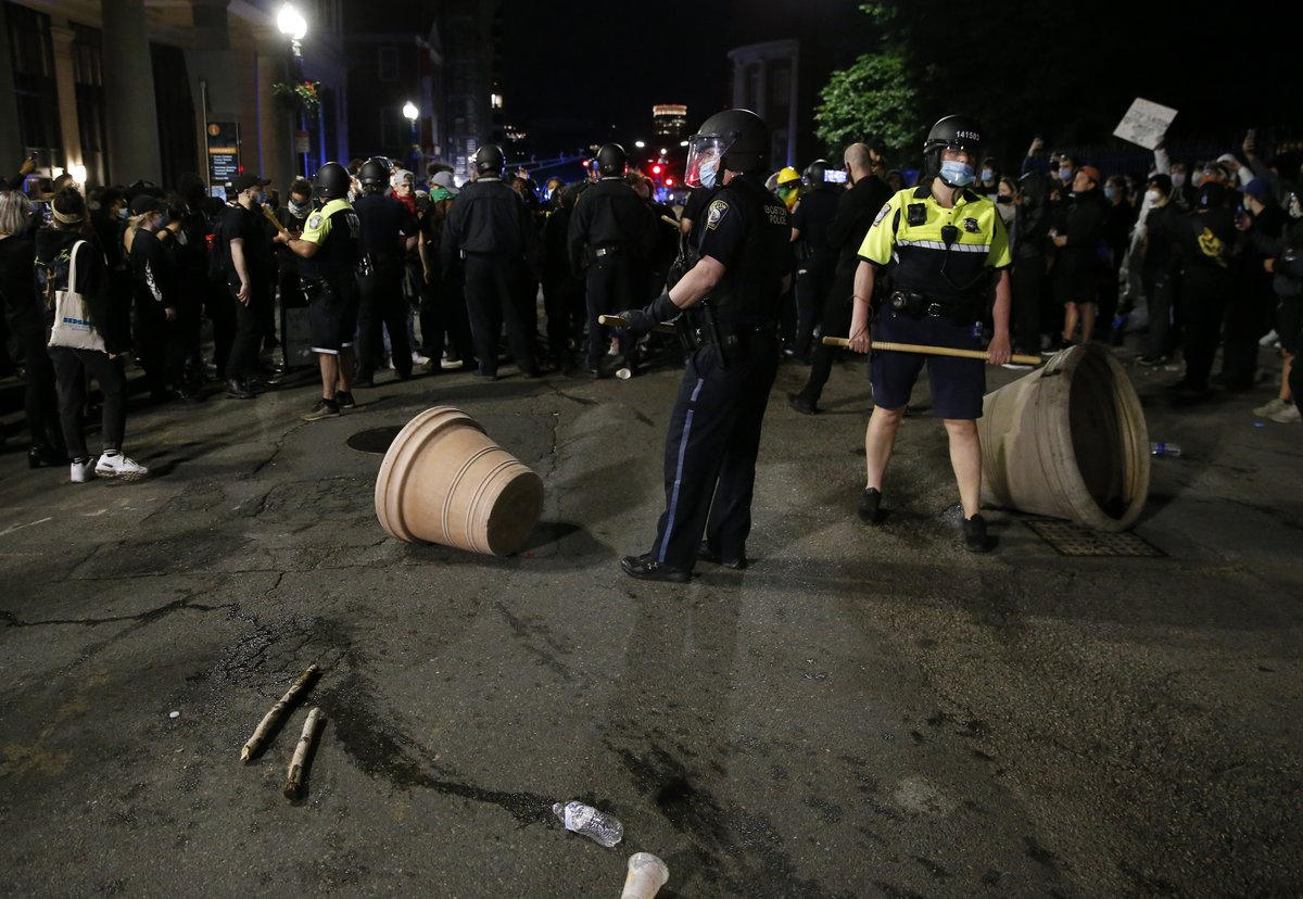 Violence erupts in downtown Boston following peaceful State House rally. trib.al/g07UTh9