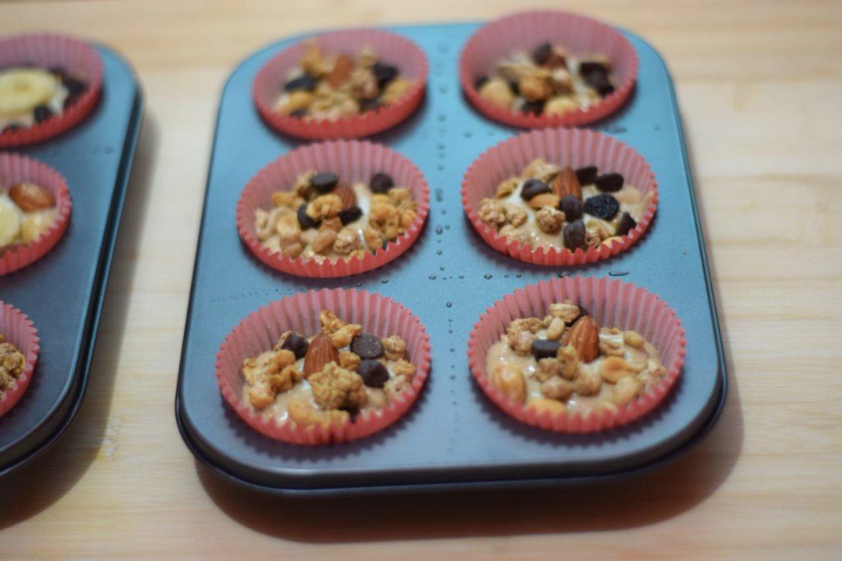 Sunday treat.... Muffin shots before and after.... #yummy #banananutmuffin #sundaypic.twitter.com/2Aa5XiqTZs