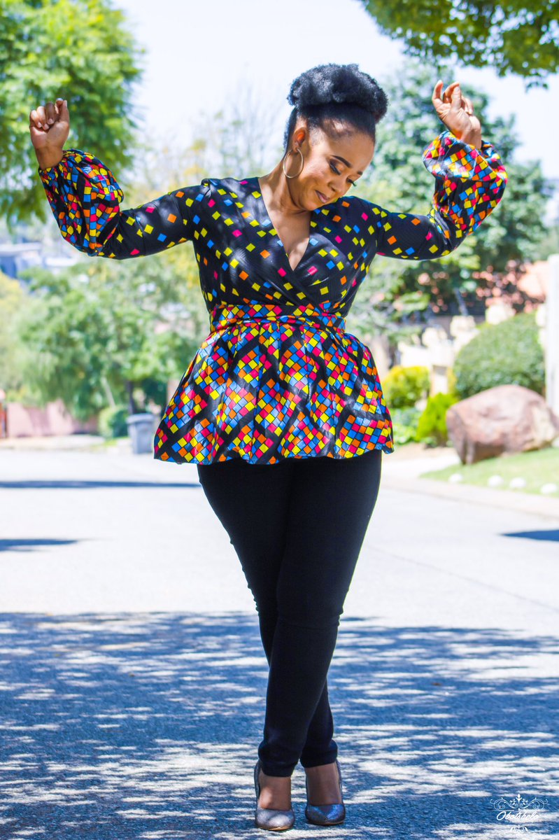 Dress the Talk and complete your lockdown looks.  Price: R550 Sizes: 28-40  Link: https://www.theboxshop.co.za/products/boitumelo-wrap-top?_pos=1&_sid=2b2084001&_ss=r…  #TheBoxShopMidrand #IAmLocal #YouthMonth #SupportLocal #DjSbu #AfricanPrint  #AfricaDay #RedefinedFashion #RedefinedStreetwear #Lockdown #RedefinedSeasonpic.twitter.com/UMs1dAtqNi