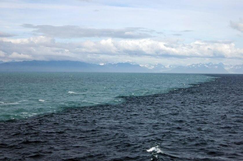 #السلام_عليكم  اُسی نے دو سمندروں کو اس طرح چلایا کہ وہ دونوں آپس میں مل جاتے ہیں ۔ (پھر بھی) اُن کے درمیان ایک آڑ ہوتی ہے کہ وہ دونوں اپنی حد سے بڑھتے نہیں۔   ﴿سورۃ الرحمن، ۱۹-۲۰﴾ #RSH https://t.co/fvfwJ0NCHC
