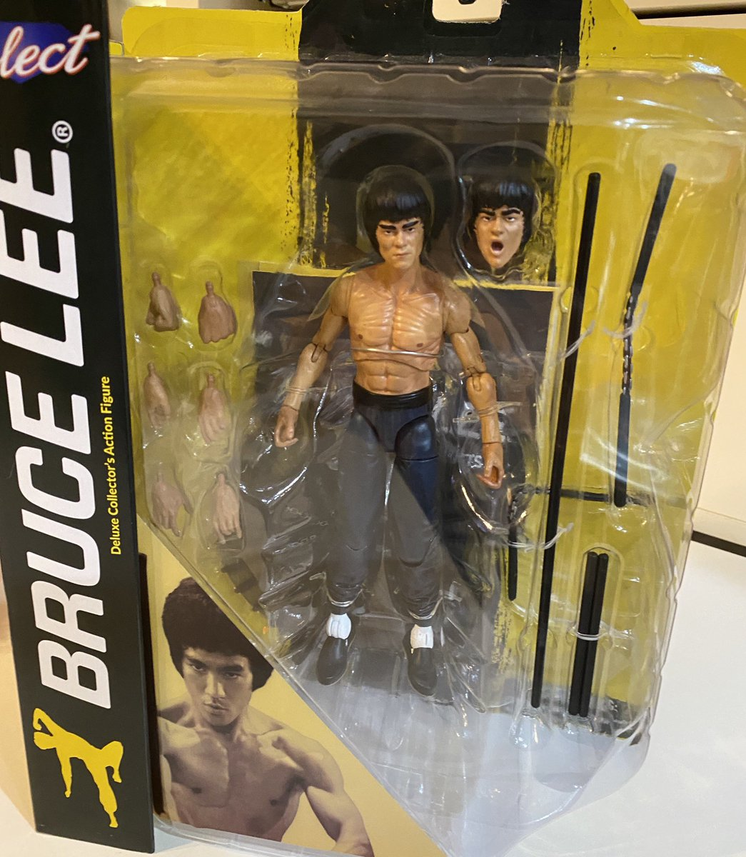 I had to! And I love this figure. He will be joining the #NinjaTurtles on my shelf.  #BruceLee #EnterTheDragon https://t.co/6qi3taYLxM