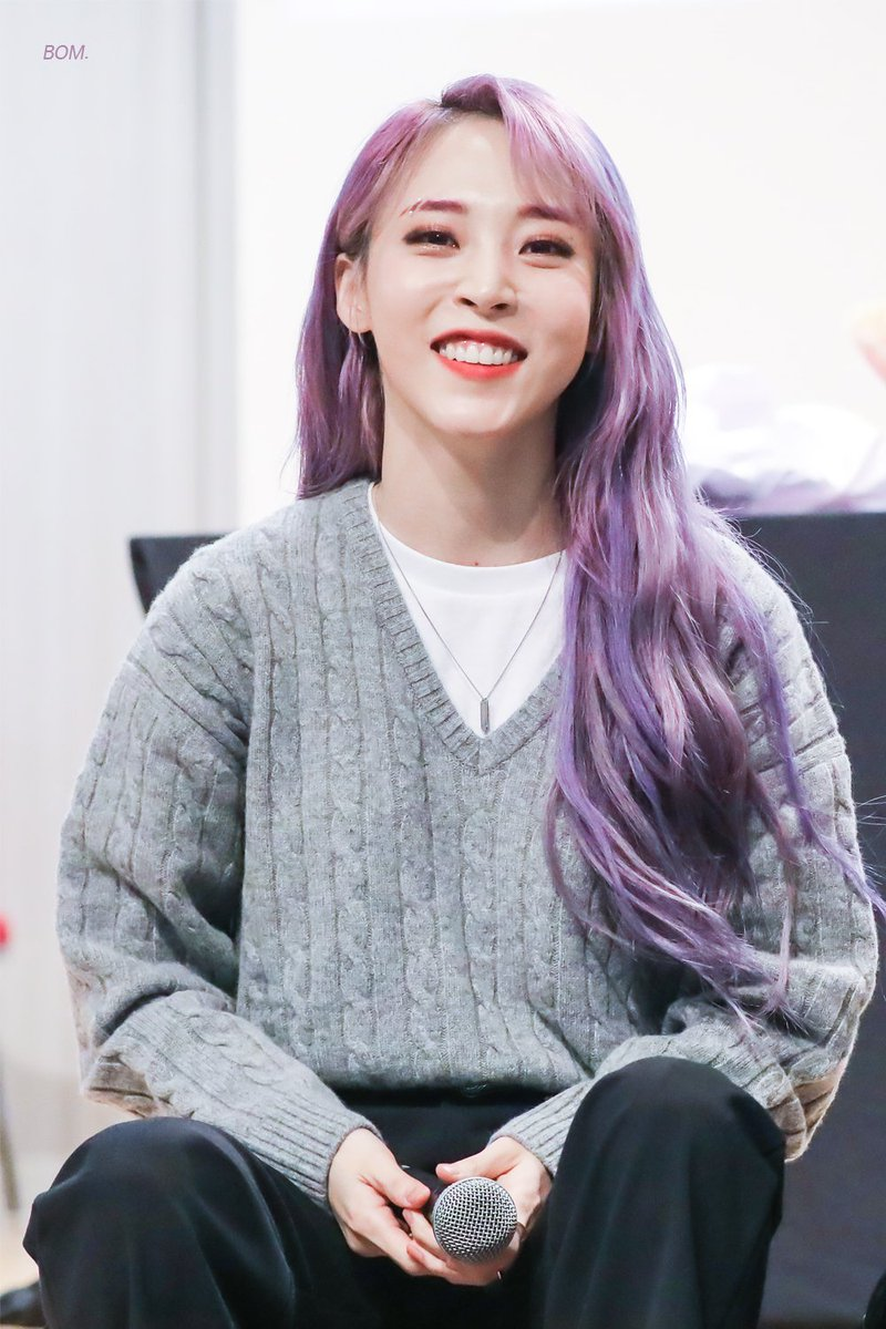 """HAPPY PRIDE MONTH!   """"Whether it's men or women, they're all the same people. They're people you can love and you can't say one or the other is wrong."""" — MoonByul  #MOONBYUL #문별 #MAMAMOO  @RBW_MAMAMOOpic.twitter.com/wgPRnqTGXR"""