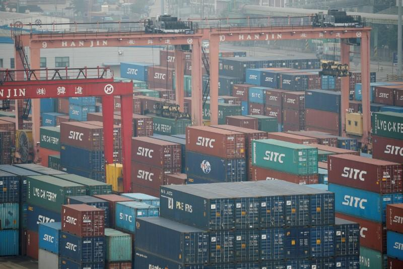South Korean exports fall for third month but at a slower pace https://t.co/kPTEFdxEf5 https://t.co/F6wbxBWFd7