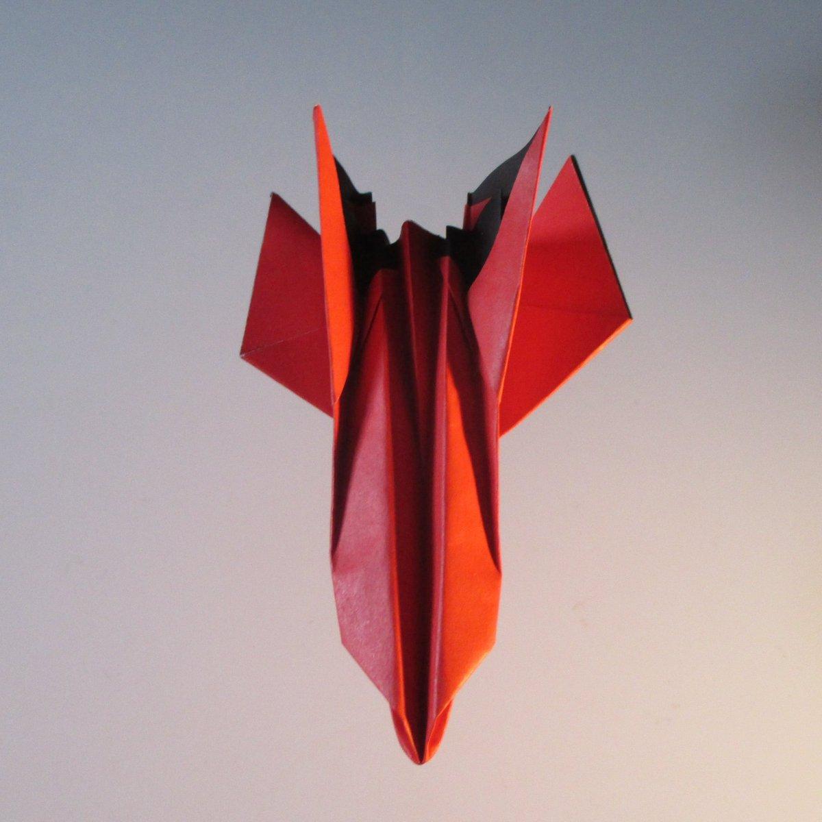 聖書《悪しき者は心の痛みが多い。 しかし 主に信頼する者は 恵みがその人を囲んでいる。 詩篇32:10》 #origami #折り紙作品 #折り紙 #おりがみ飛行機 #paperplanes #airplanes #origamiart  #jetfighter 作品紹介! #nationalpaperairplaneday #架空機 https://t.co/Zb5oUPBpkt