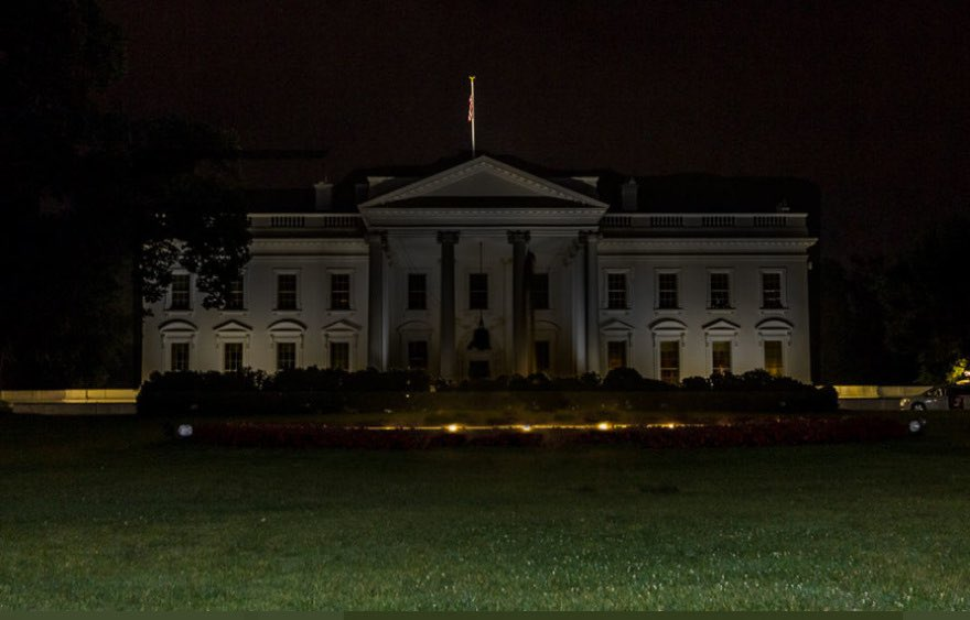 I have never seen this in my entire life. I lived in DC and worked at a restaurant two blocks from here and rode my bike by the White House every night at around 2am. The lights were always on. This absolutely sums up this administration. Nobody's home. https://t.co/Uk2rhxE1Wj https://t.co/ACjZtaaRPR