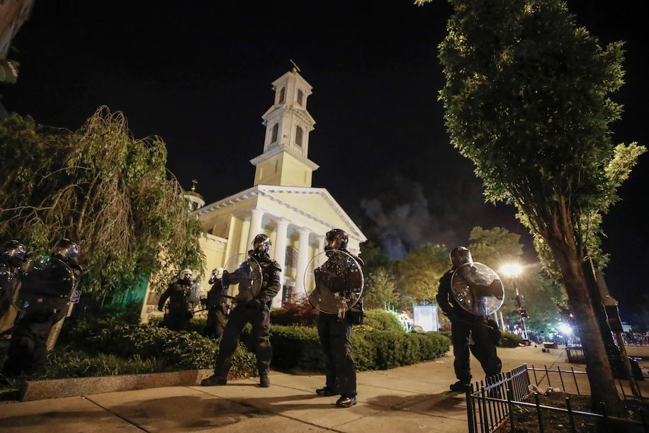 Fire set in basement at historic St. John's church during DC protests now out; this is a historic church going back to Abraham Lincoln (often called Church of the Presidents, except Trump) & more recently, Special Prosecutor Robert Mueller and his wife were among parishioners.