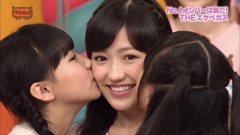 #渡辺麻友 さんのニュースを見てびっくりです…。昔から沢山なこみくって可愛がって下さった先輩…本当に優しくして下さり今でも、大切に写真をもっています😌麻友ちゃんがゆっくり休めますように…大好きです!!