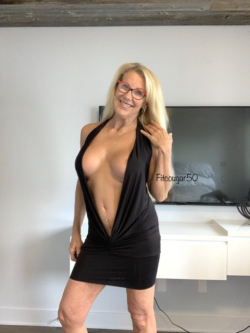 Some dresses that just have to be worn braless... Have a great week twitter-friends  https://t.co/VqxYxL7vrC