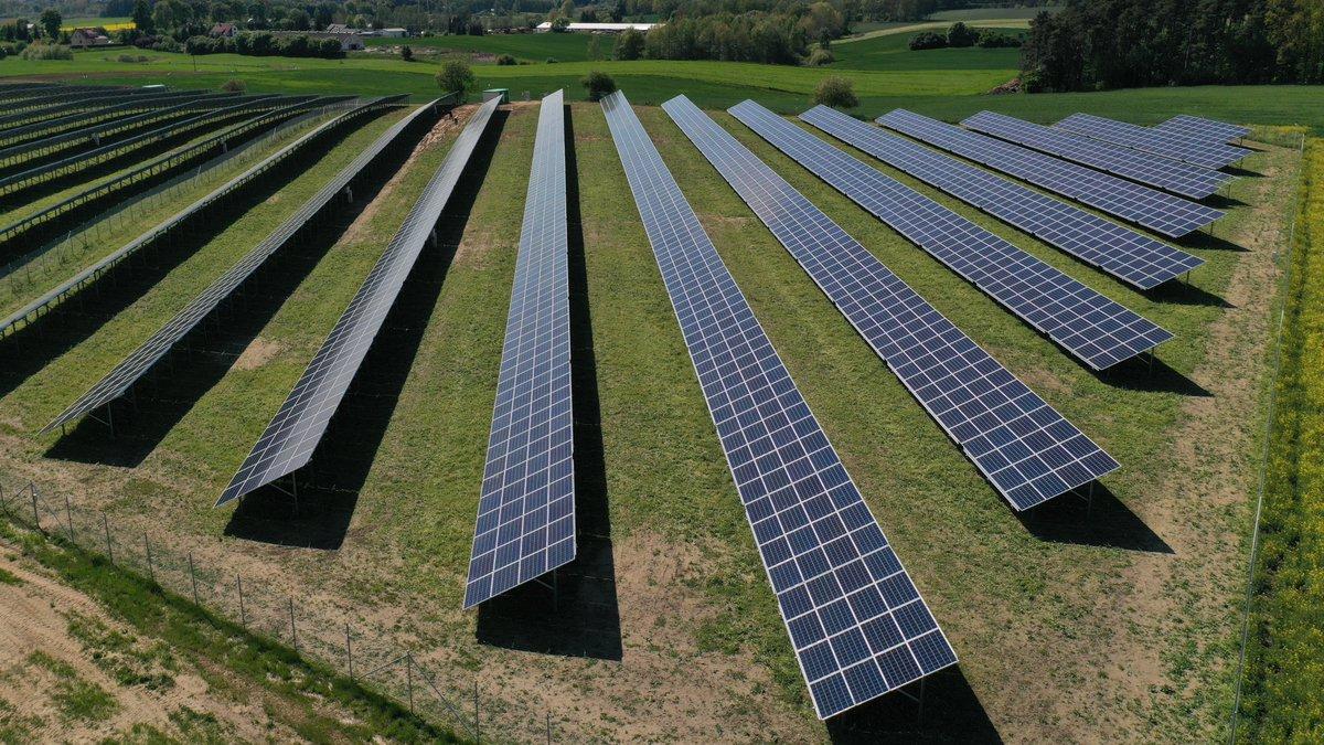 350 mln zł - tyle @mBankpl wyłoży finansowania wspólnie z @SantanderBankPL na 128 elektrowni słonecznych, które zbuduje R.POWER 🌱 Na finansowanie OZE łącznie mamy 2 mld zł. Szczegóły w poniższej informacji ⬇️ #mBankJestEko #mBank  https://t.co/rc0E8JAoGK https://t.co/WNZ2N3BWaf