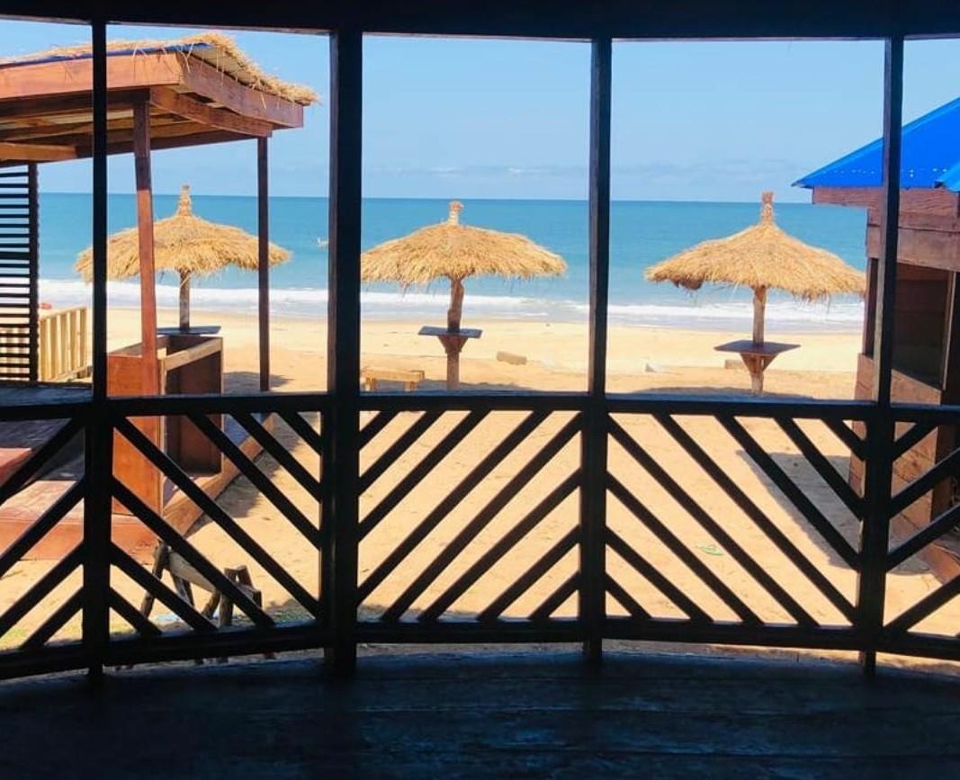 The mesmerizing view of Lumley beach  📸 @barlalumley #ipctravel #yourguidetosierraleone #sierraleone #africa #westafrica #salonetwitter #lumleybeach #lumley #tourism #exploreafrica #insideafrica #placestovisit #discoversierraleone #beachview #beach #beachsandsun #livelovetravel https://t.co/TwNAmm8VhT