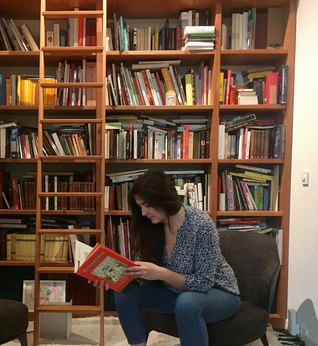 Entretien de Martina Aranda avec la librairie Tropismes Jeunesse où aurait dû se dérouler une séance de dédicaces il y a quelques jours.   cc/ @TropismesL   https://t.co/tb6CxhlGu4 https://t.co/d2FhPzoqsr
