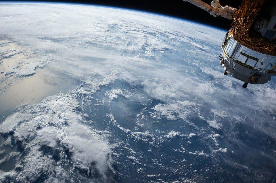 #bigdata geospaziali: l'agenzia spaziale europea mette  gratuitamente a disposizione 12 TB di dati al giorno.  Le tecnologie satellitari offrono opportunità di monitoraggio non solo in campo climatico ma anche nel rilevamento della presenza di amianto. https://t.co/0jsQSq1fQP https://t.co/F9Evz1tuc8