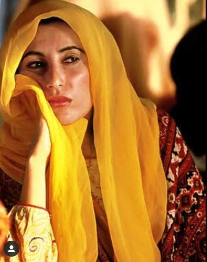 Moments when Pakistan made history! Door to democracy was opened after worst dictatorship of Zia, #SMBB sworn in as 1st female PM of Muslim world &she taught the world that a woman can be brave leader and great mother as well. #BenazirBhuttoTheNationalHero pic.twitter.com/811xchjm5zpic.twitter.com/t5sW2TUy8n
