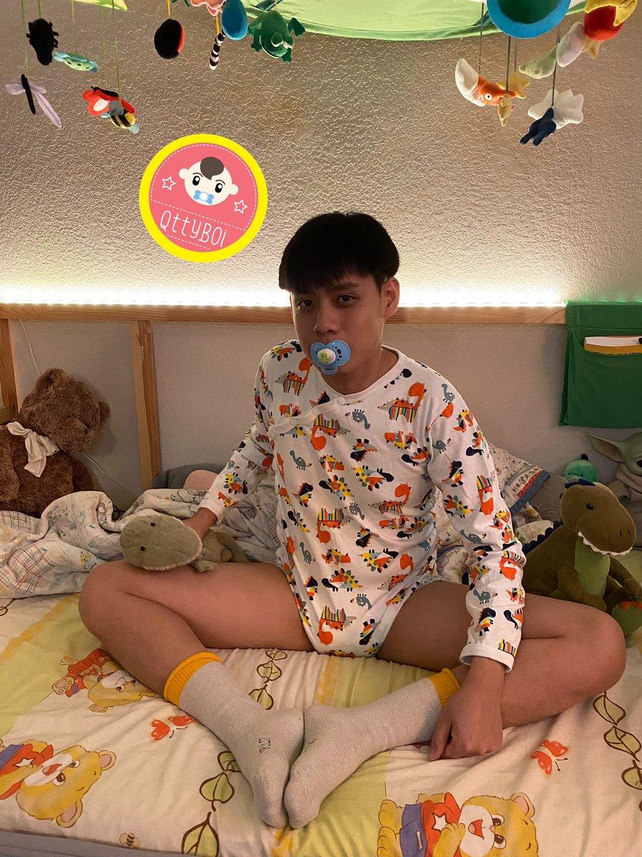 Go to bed!  #abdl #tbdl #tbdlboy #abdlboy #adultbabyboy #diaperboy #qttyboi #adultbaby #ageregression #littlespace #teenbaby #infantilismpic.twitter.com/2sqgP9ztkD