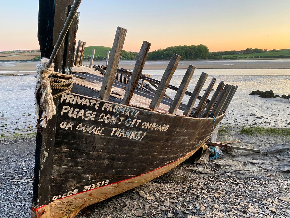 Another one of the old boat.  #boat #cameltrail #wadebridgepic.twitter.com/PFe4B0o4XE