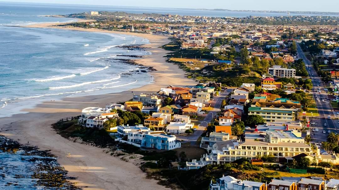 Drone views of Jeffreys Bay, Eastern Cape Province, #SouthAfrica   Matt Joesph Doll #naturelovers pic.twitter.com/xwLgxR0X3Y
