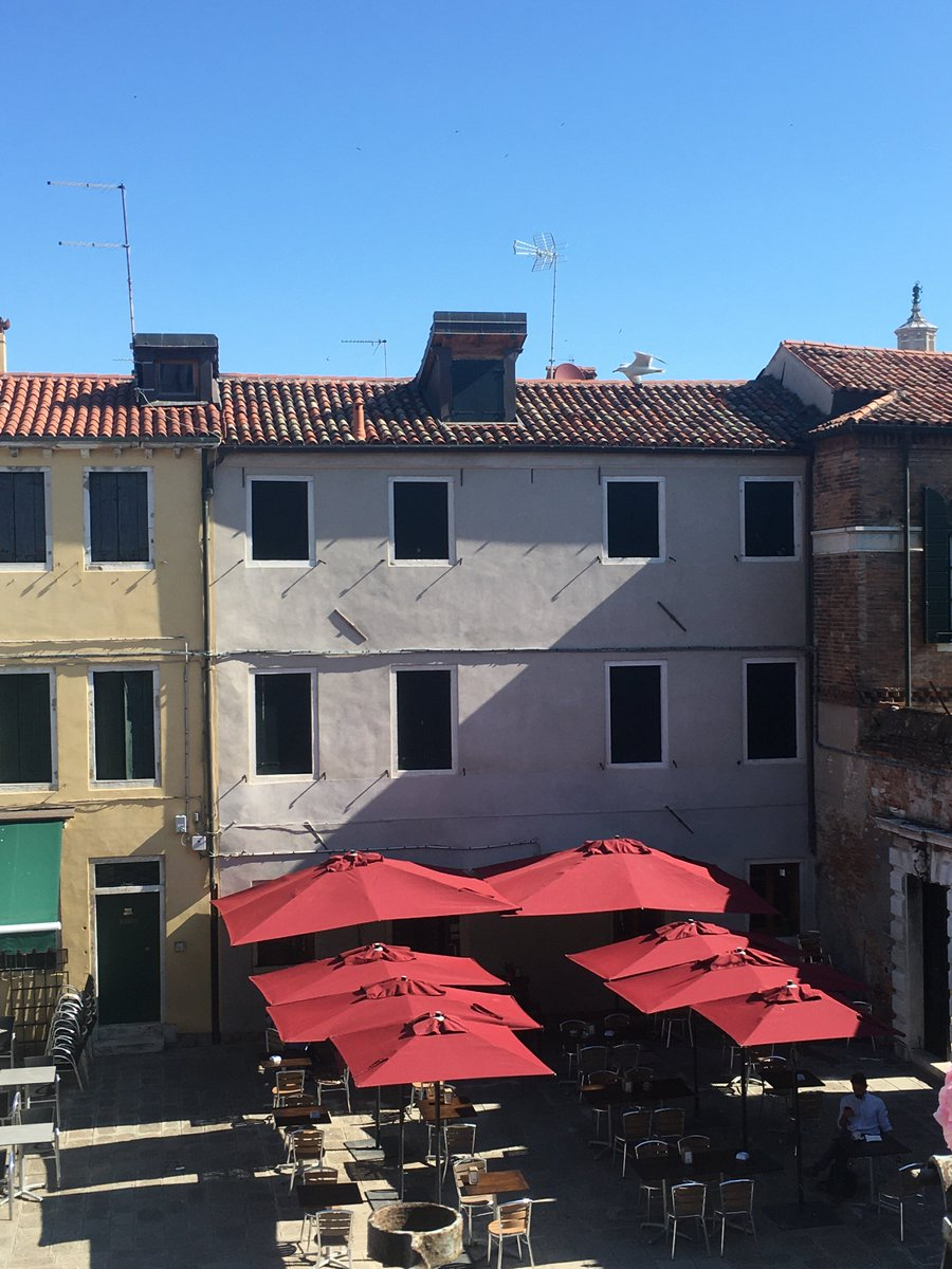 The sun is shining, and the bar in the campo has finally reopened! Good morning #Venice pic.twitter.com/X2VPBEwLZB