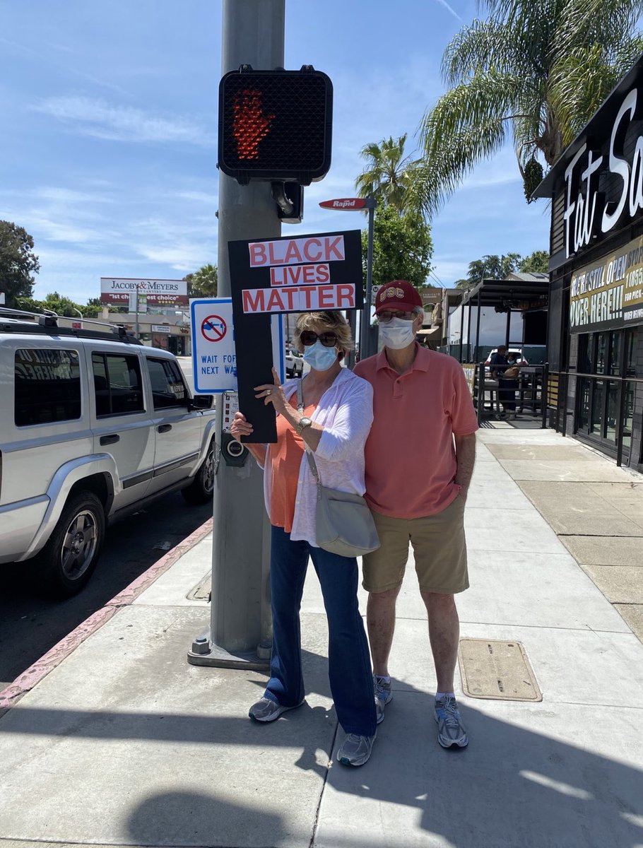 Awesome photo shot by a civilian in Sherman Oaks! This is my kind of protesting#AllLivesMatter #JusticeForAll #LosAngeles pic.twitter.com/elqMjRo5N7