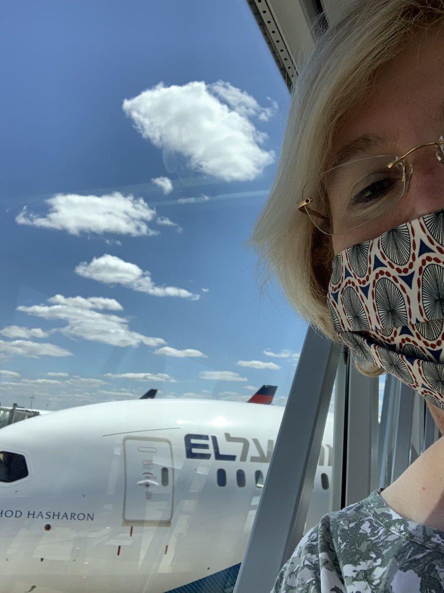 I felt a bit like Marco Polo flying back home with @EL_AL_ISRAEL special flight. Au revoir #Paris. Boker Tov #Jerusalem .pic.twitter.com/MuDwkeQDJp